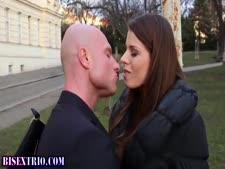 رجل ينيك بنت بيده